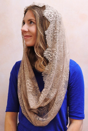 French Lace Pearl Infinity Veil in Mocha
