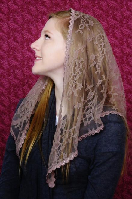 Starter Chapel Veil in Mocha
