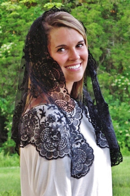 Spanish Floral Basket Mantilla in Black