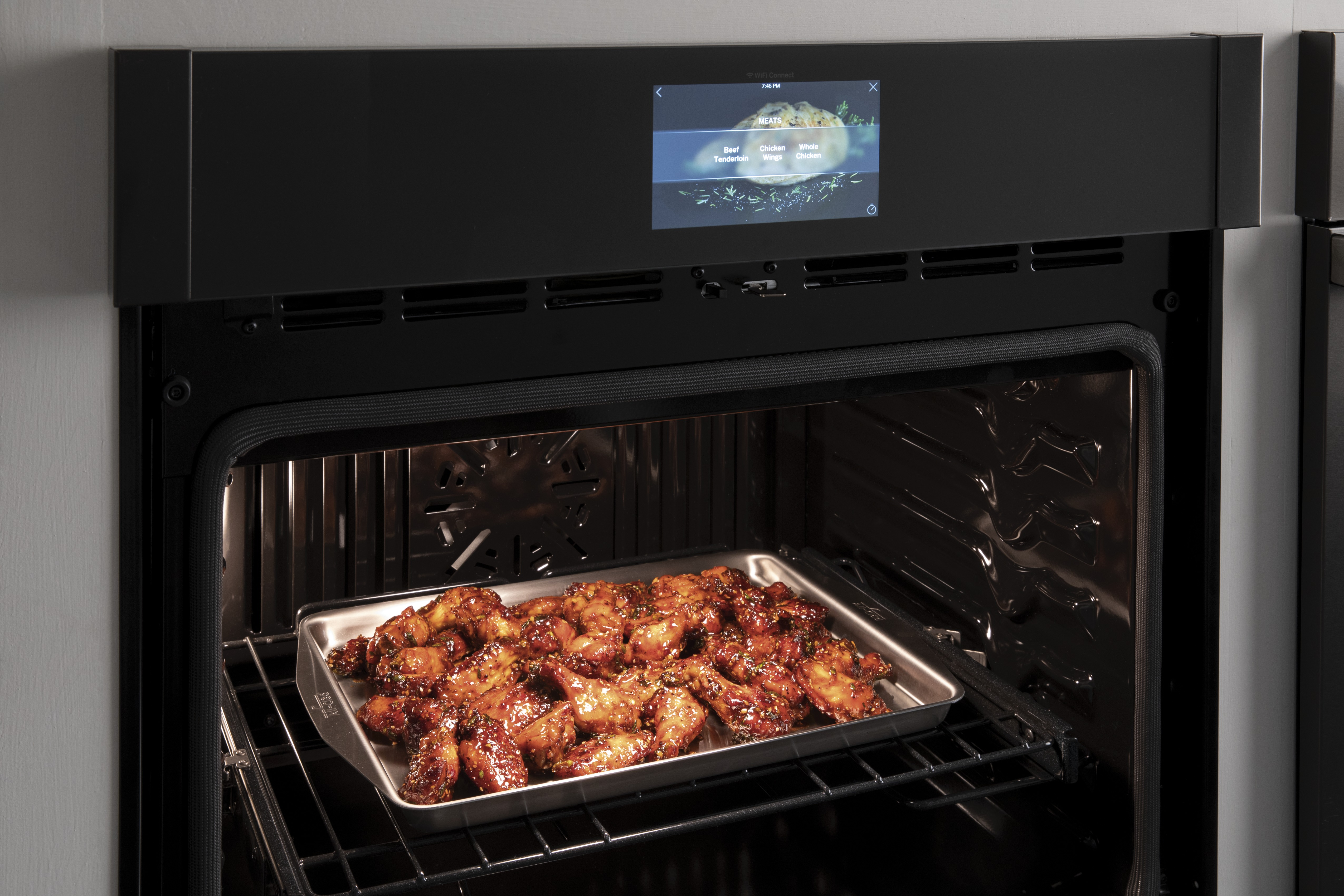 Oven with Air Fry Wings