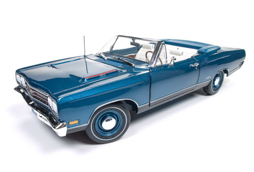 AMT - 1/25 1969 Plymouth GTX Convertible 2T Plastic Model Car Kit (1137M) 849398030431