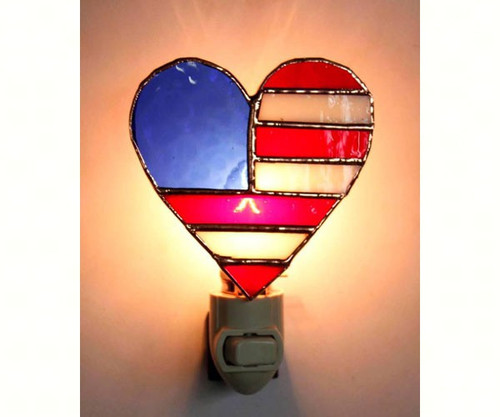 GIFT ESSENTIALS - Patriotic Heart Stained Glass Nightlight GE258 645194902589