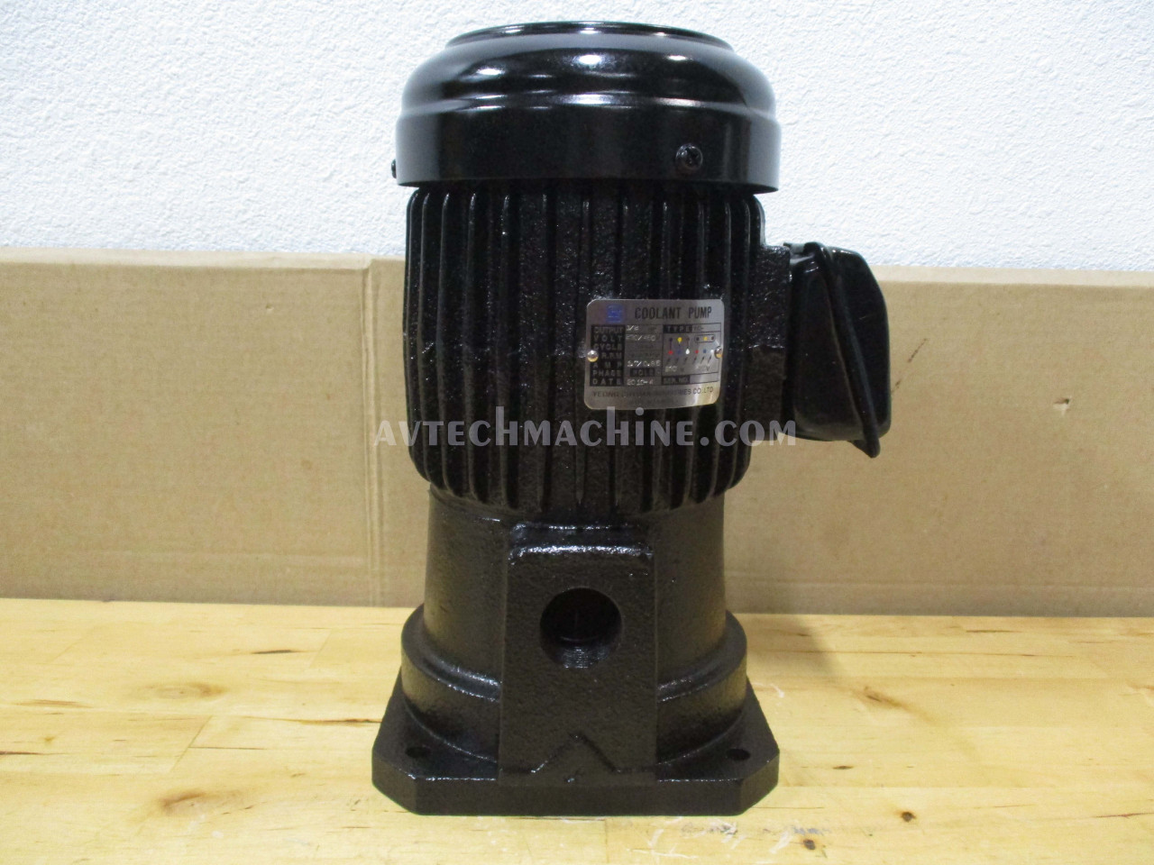 Yeong Chyung Coolant Pump Suction Type 3 Phase 1//4HP 230//460V YCP-401-3