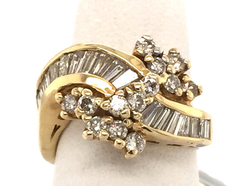 14kyg baguette and round diamond cluster ring