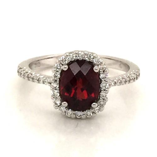 18kwg Garnet diamond halo ring