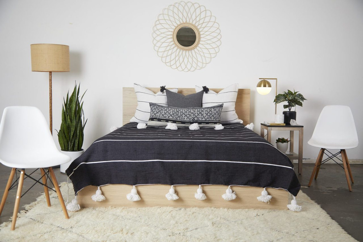 Beach House Pillow White Black