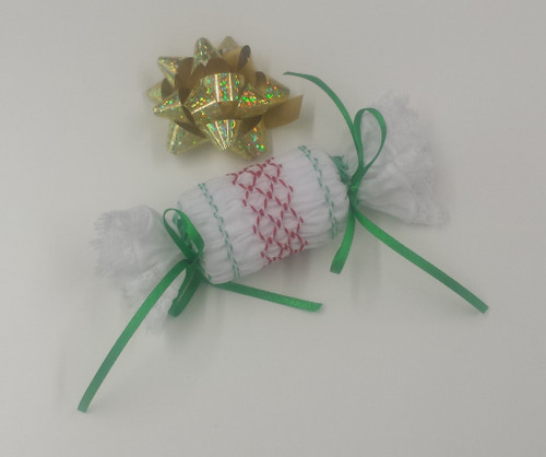 Downloadable pattern for a mini Christmas cracker