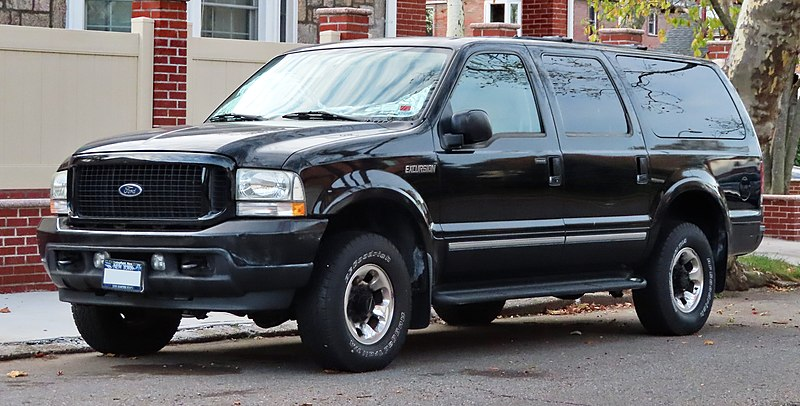 800px-2004-ford-excursion-limited-front-11.4.19.jpg