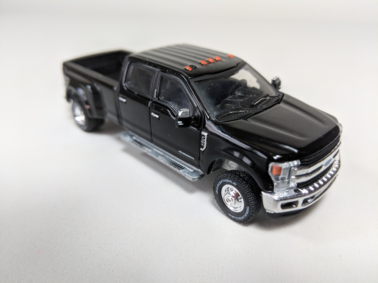LARIAT 2019 Ford 6.7 F-350 4x4 1//64 Dually diesel GREENLIGHT HITCH /& TOW TRUCK