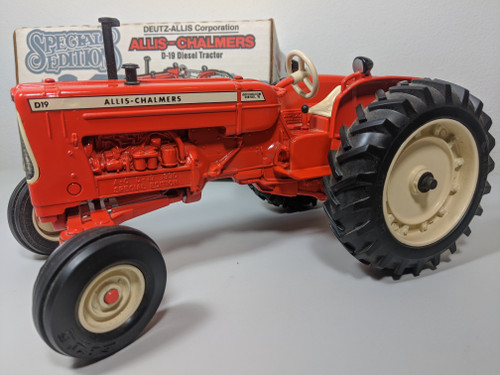1:16 Allis Chalmers D-19 Turbo Diesel Tractor Special Edition