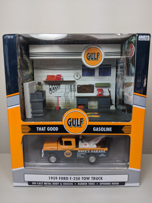 1:64 1959 Ford F-250 Gulf Tow Truck with Service Station Diorama by Johnny Lightning