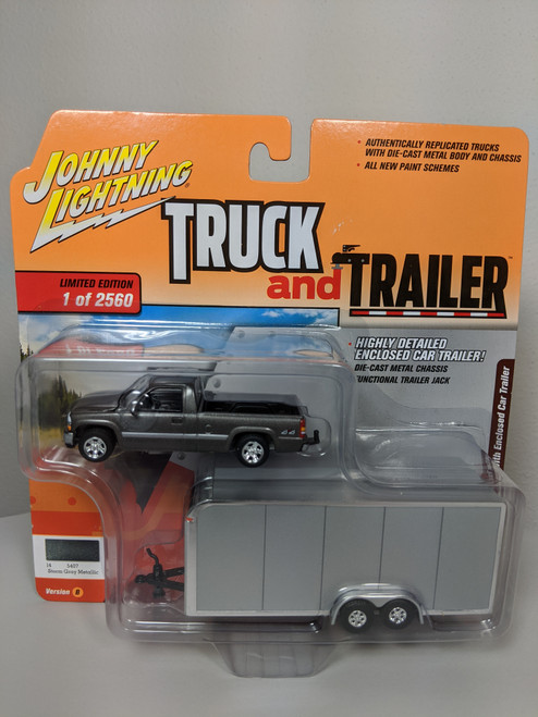 1:64 Truck and Trailer 2000 Chevrolet Silverado with Enclosed Car Trailer by Johnny Lightning