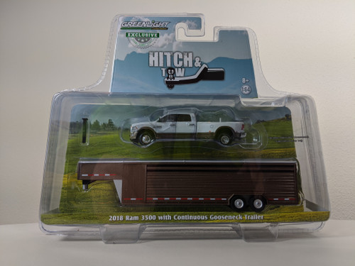 1:64 2018 RAM 3500 – Bright White and Walnut Brown Metallic Continuous Gooseneck Livestock Trailer – OMT Exclusive