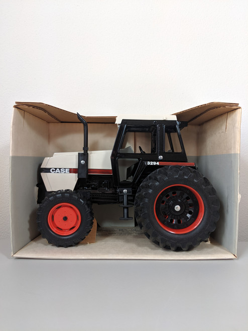 1:16 Case 3294, FWA, Black/White with Cab, Made in USA