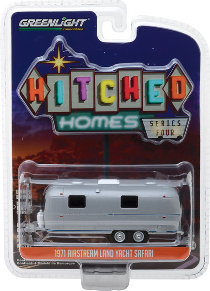 1:64 Hitched Homes Series 4 - 1971 Airstream Double-Axle Land Yacht Safari