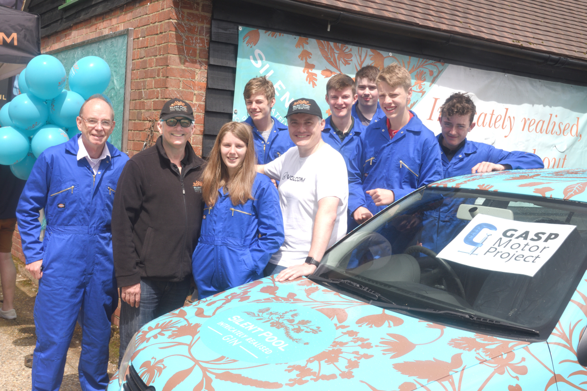 mongol rally charity quest team with car