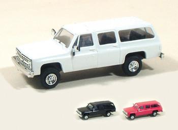 HO 1:87  Trident # 90014 Chevy Suburban 4 x 4 - White