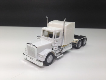 HO 1:87 Promotex # 25251 Freightliner Classic w/Chrome Chassis - White