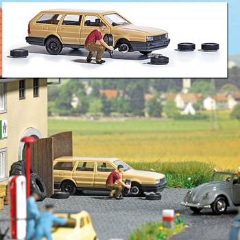 1:87 Busch # 7822 Tire Change w/VW Passat Wagon, Figure, Tires