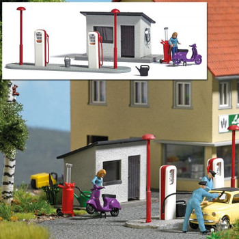 1:87 Busch # 7832 Gas Station w/Pumps, Scooter, Accessories