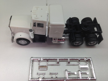 HO 1:87 Promotex # 25232  Peterbilt Conv. Tandem Tractor w/sleeper White