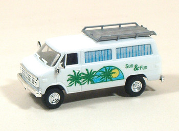 HO 1:87 Trident # 90143 - Chevy Van - Camper with Roof Luggage Rack