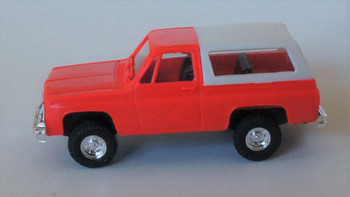 HO 1:87  Trident # 90001 Chevy Blazer Hard Top 4 x 4 - Red/White