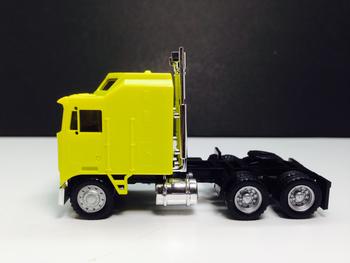 HO 1:87 Promotex # 25258 KW K-100 1 Bar Grill Tandem Semi Tractor Yellow