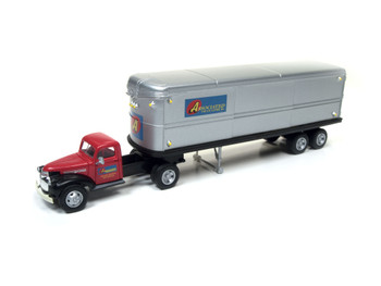 HO 1:87 Classic Metal # 31172 - '41-46 Chevy Tractor w/32' Trailer ASSOCAITED