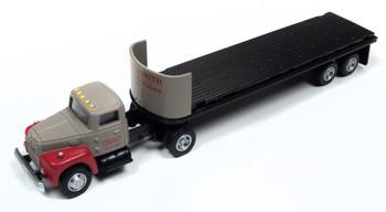 HO 1:87 Classic Metal # 31184 - IH R-190 Tractor w/32' Flat Bed Trailer - Breir & Smith