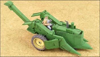 HO 1:87 GHQ # 60007 Green 4020 Tractor w/327 Corn Picker KIT