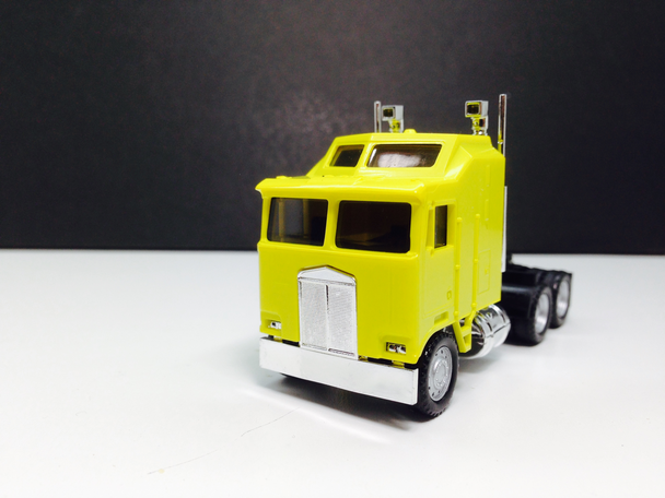 HO 1:87 Promotex # 25258 KW K-100 1 Bar Grill Tandem Semi Tractor Yellow