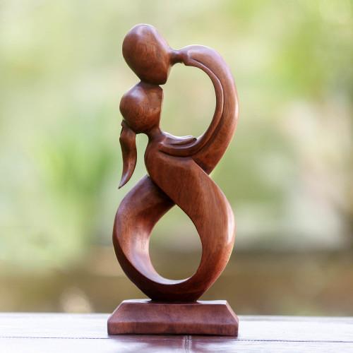 Wood sculpture 'Kiss Me'