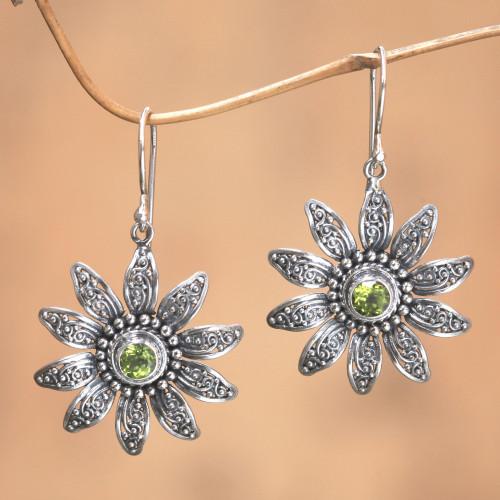 Peridot flower earrings 'Bandung Daisies'