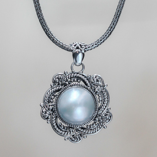 Cultured pearl flower necklace 'Moonflower'