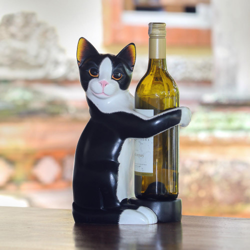 Hand Carved Black and White Cat Figurine Wine Holder 'Kitty Clasp'