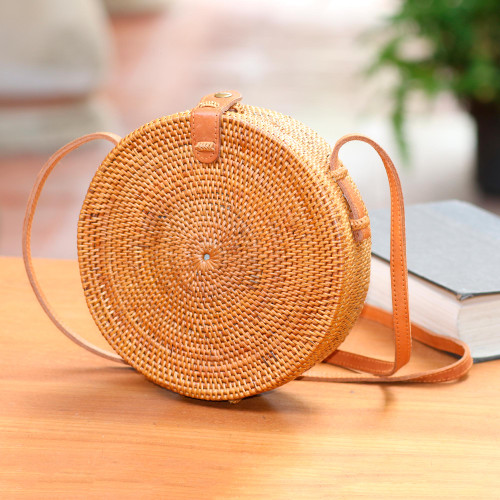 Round Woven Bamboo and Ate Grass Shoulder Bag 'Happy Tradition'