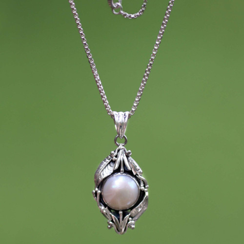 Sterling Silver and Cultured Pearl Pendant Necklace 'Nest of Lilies'