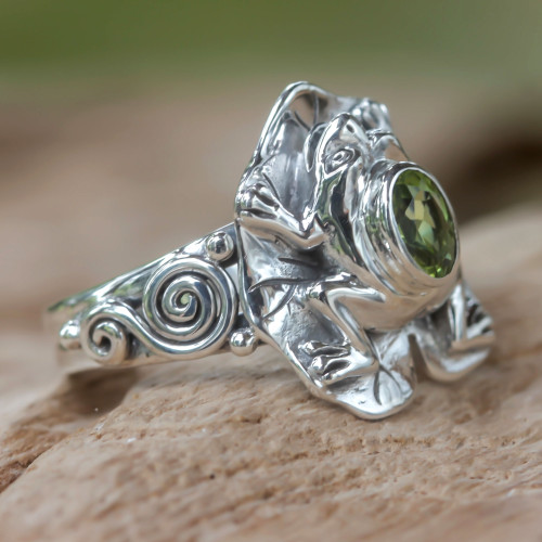 Peridot and silver frog cocktail ring 'Green Rainforest Frog'