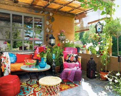 Three Tips to A Patio with Outdoor Throw Pillows