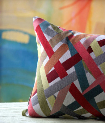 Decorating with Throw Pillows: DOs and DON'Ts