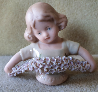 Porcelain half doll - Elizabeth - green with flower bouquet - 5.5cm high