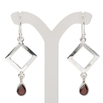 Earring, garnet (natural) and sterling silver, 47mm with open diamond and fishhook ear wire, 21 gauge. Sold per pair.