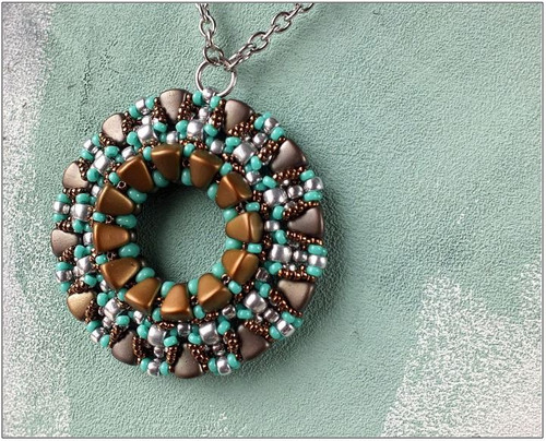 Free Download Pattern - Groom Lake Pendant - designed by Nela Kabelova