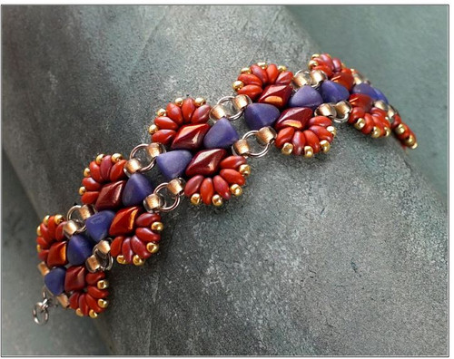 Free Download Pattern - Safari Bracelet - designed by Nela Kabelova