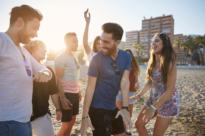 Alcohol-Free Lifestyles – Why People Are Going Sober, and What They Are Doing Instead of Drinking
