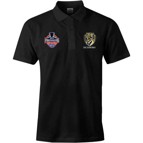 All black polo with a few buttons at the collar, length should sit at your hips. On the left of the chest is the 2019 premiership logo and on the right hand side it has the club logo
