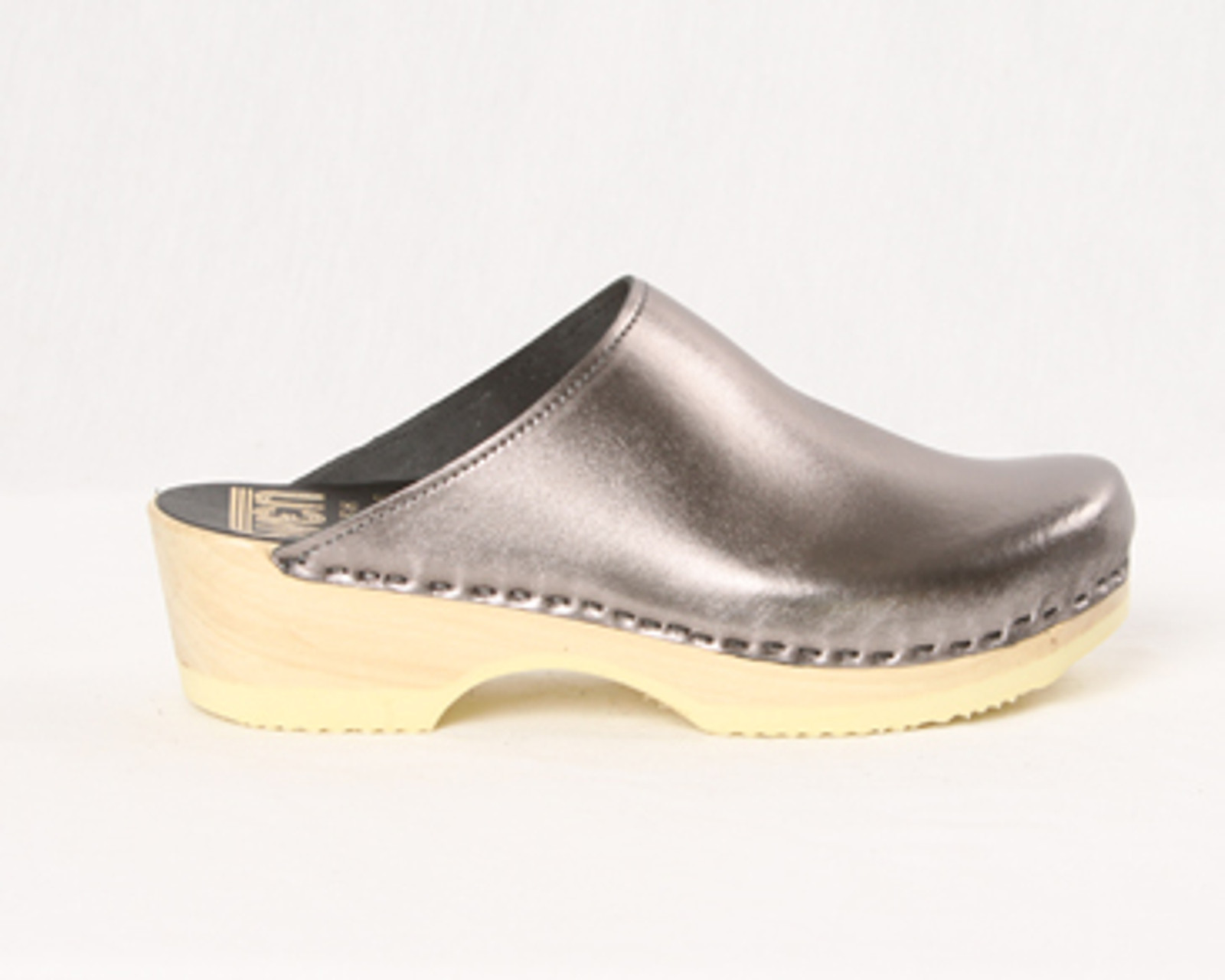 Pewter Metallic Leather with Natural Base