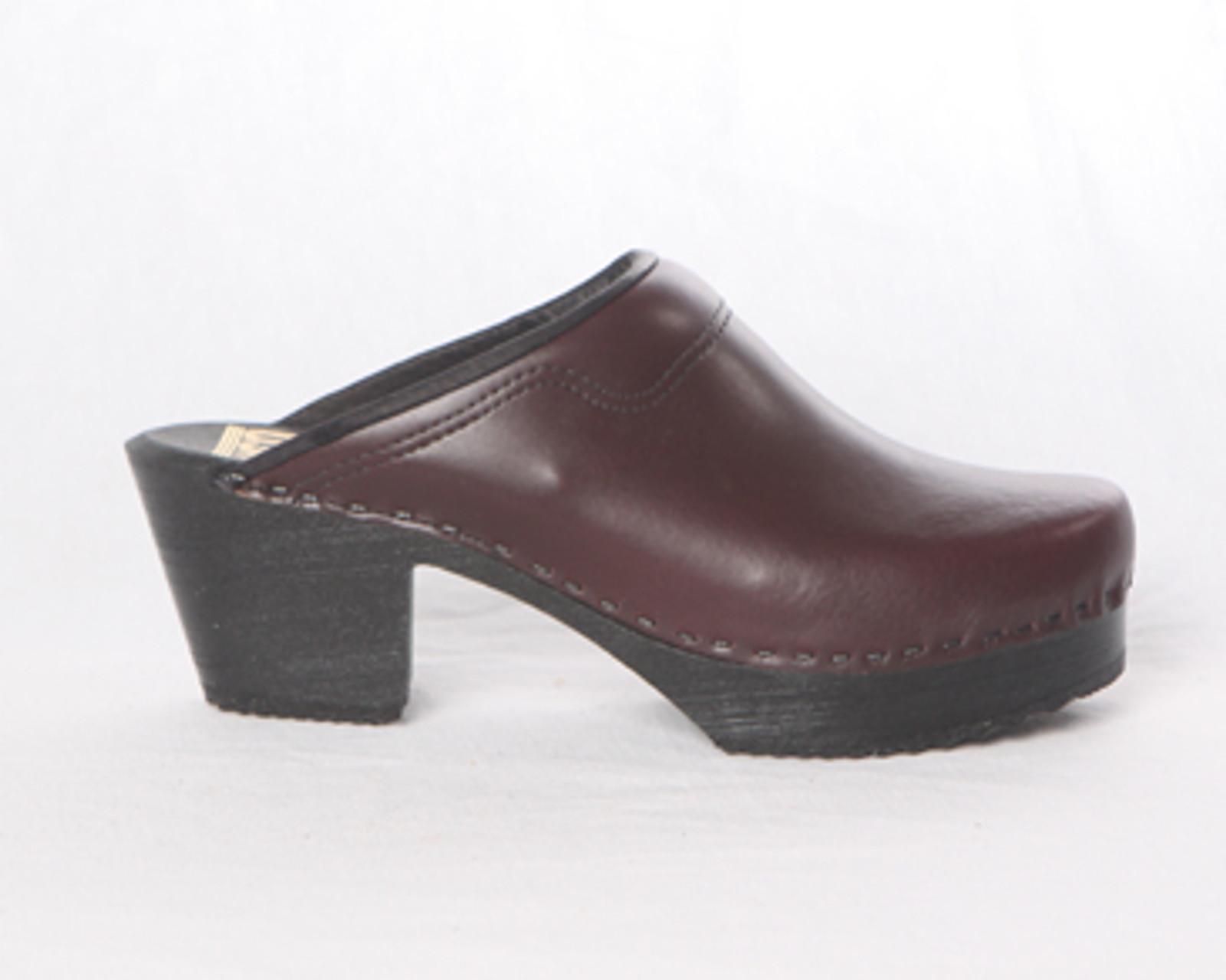 Padded Collar Clogs - Swedish - Mid Heels