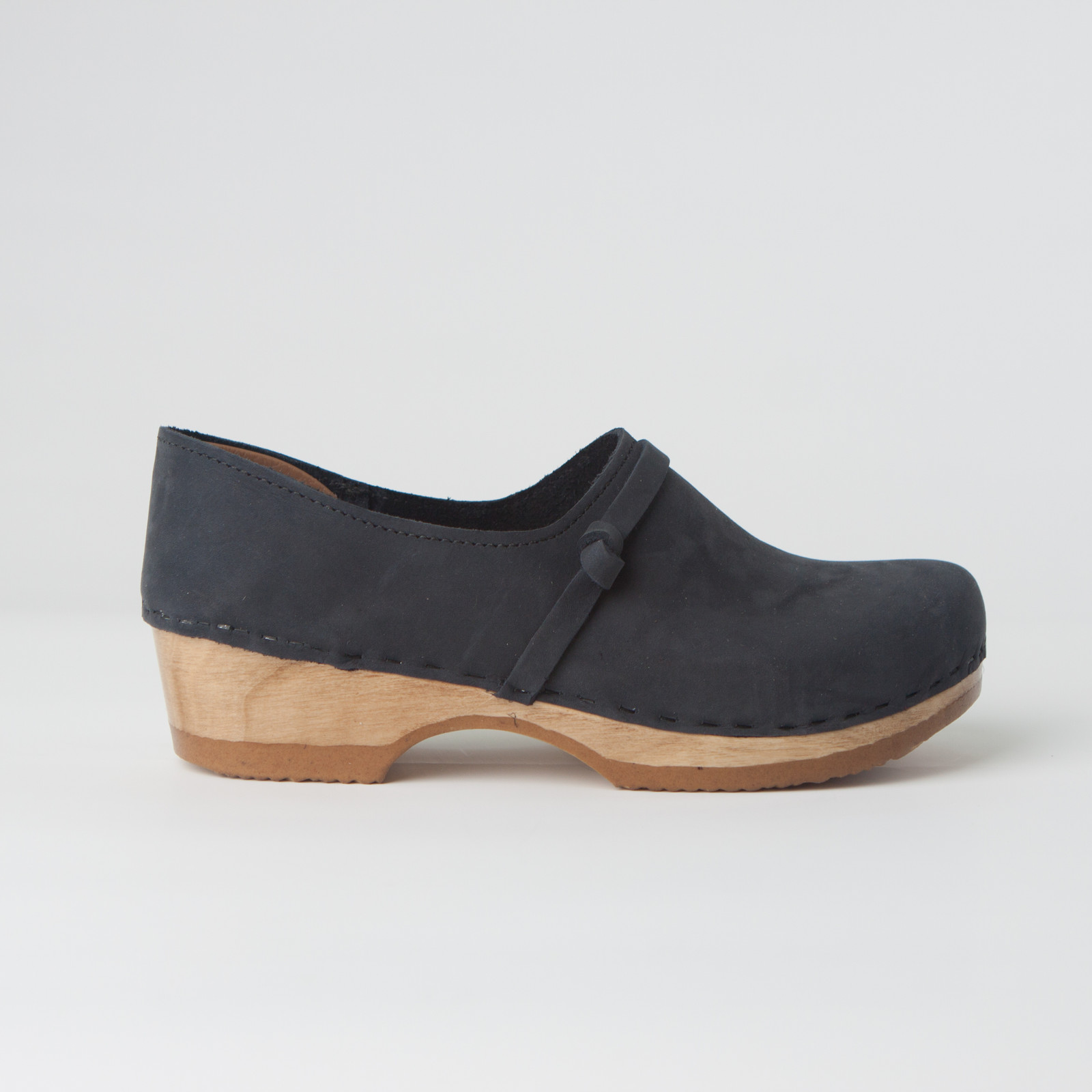 Closed Back Clogs - Knot Strap - Low Heels